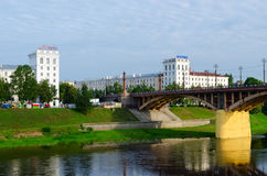 Kirovsky桥梁看法横跨西Dvina,维帖布斯克,白俄罗斯的 免版税库存照片