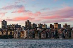 Kirribilli förort av Sydney på solnedgången Royaltyfri Fotografi