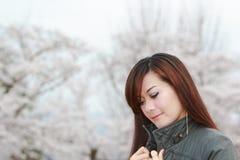 Kirschblüte mit Frau Lizenzfreie Stockfotos