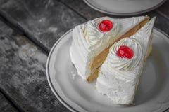Kirsche auf Kuchenscheibe Stockfotografie
