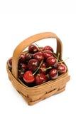 Kirschen in einem Korb Stockbild