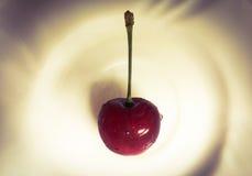 Kirschkorb Süße Kirschhintergrund Kirsche mit Blatt Lizenzfreie Stockfotos