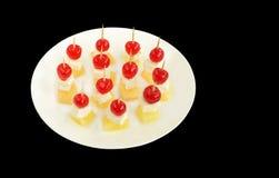 Kirschspitze auf Ananas und Hüttenkäse Lizenzfreies Stockbild