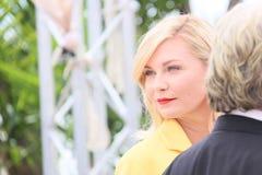 Kirsten Dunst s'occupe de la séance photo de fortune Photo stock