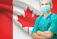 Kirurg med nationsflaggan på bakgrundsserie - Kanada Fotografering för Bildbyråer