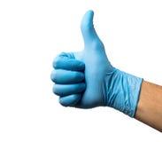Kirurghand med tummen upp efter den lyckade kirurgin Royaltyfri Foto