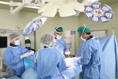 Kirurgilaget fungerar Arkivfoto