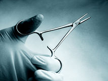 kirurgisk tång fotografering för bildbyråer