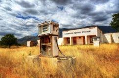 Kisangiro, Tansania - 25. Juli 2013, verlassene Tankstelle Lizenzfreie Stockfotografie