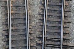 Kiselstenar för rals för sikt för vinkel för höjdpunkt för stångväg Arkivfoton