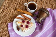 Kish chałupy filiżanka kawy i ser Obrazy Royalty Free