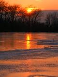 在河日落的kishwaukee 图库摄影