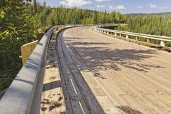 Kiskatinaw curvó el tablaje del puente de madera Fotografía de archivo libre de regalías