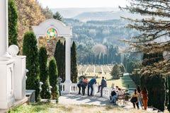 Kislovodsk, territoire de Stavropol/Russie - 4 novembre 2018 : Plate-forme d'observation dans les roses de vallée et le parc de s image stock