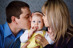 Kiss of parents Royalty Free Stock Photos
