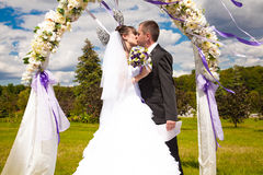 Kiss under arch Stock Photo