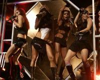Kissedockor utför i konsert royaltyfri bild