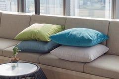 Kissen und Sofa Lizenzfreie Stockbilder