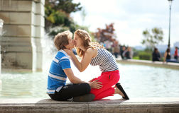 Kissing by the fountain Stock Image