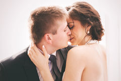Kissing married couple in sunlight Royalty Free Stock Images