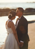 Kissing married wedding couple Royalty Free Stock Photography
