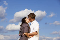 Kissing teenagers Royalty Free Stock Photography