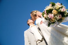 Kissing wedding pair Royalty Free Stock Photo