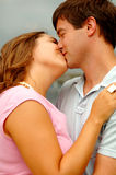 Kissing young couple Royalty Free Stock Photos