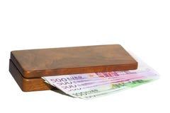 Kist met geld royalty-vrije stock afbeeldingen
