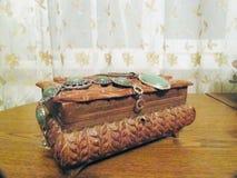 Kist met juwelen op het Stock Foto