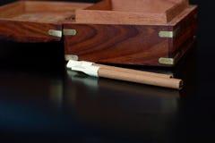 Kist met sigaren Stock Afbeeldingen