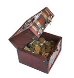 Kiste mit Goldgeld Lizenzfreie Stockbilder