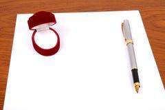 Kisten, document, pen Royalty-vrije Stock Afbeeldingen