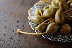 Kiszone kaparowe jagody w metalu naczyniu Zdjęcia Stock