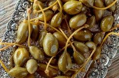 Kiszone kaparowe jagody w metalu naczyniu Obraz Stock