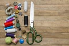 Kit de couture sur de demi milieux en bois gauches Image stock
