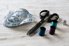 Kit de couture sur la table Photo libre de droits