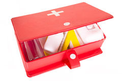 Kit de premiers secours sur un fond blanc Photos stock