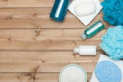 Kit de station thermale Vue supérieure Shampooing, barre de savon et liquide Gel de douche Aro Photo libre de droits