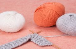 Kit de tricotage de métier. Accessoires de passe-temps Images stock