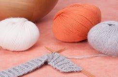 Kit de tricotage de métier. Accessoires de passe-temps Photographie stock