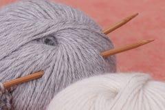 Kit de tricotage de métier. Accessoires de passe-temps Images libres de droits