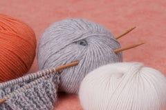 Kit de tricotage de métier. Accessoires de passe-temps Image stock