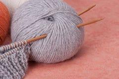 Kit de tricotage de métier. Accessoires de passe-temps Photo libre de droits