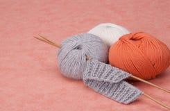 Kit de tricotage de métier. Accessoires de passe-temps Photo stock