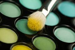 Kit del sombreador de ojos con el cepillo del maquillaje Imagen de archivo libre de regalías