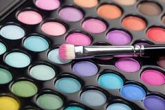 Kit del sombreador de ojos con el cepillo del maquillaje Fotografía de archivo libre de regalías
