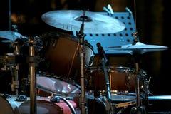 Kit del tamburo sulla fase Fotografie Stock