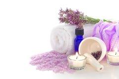 Kit del tratamiento de Aromatherapy de la lavanda en un balneario Fotos de archivo libres de regalías