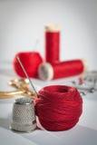 Kit di cucito rosso Fotografia Stock Libera da Diritti